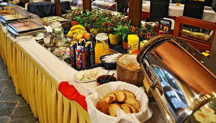 Arahova Inn - Breakfast and Dining